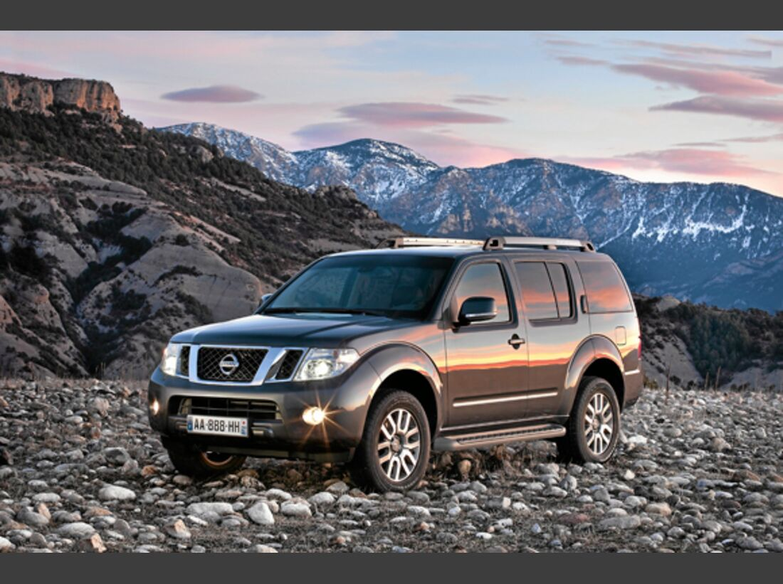 CAV 0911 Zugfahrzeuge perfektes Auto - SUV - Nissan Pathfinder