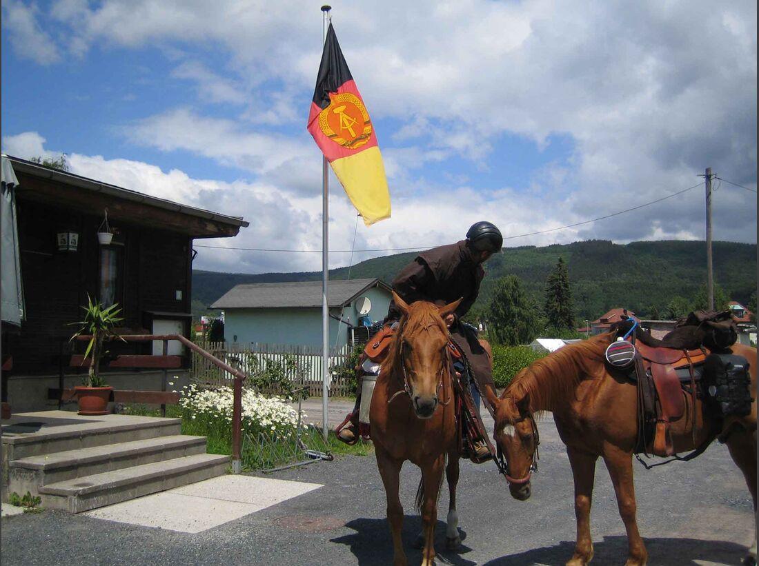 CAV_Mauerfall_DDR-Flagge bei Sonneberg (jpg)