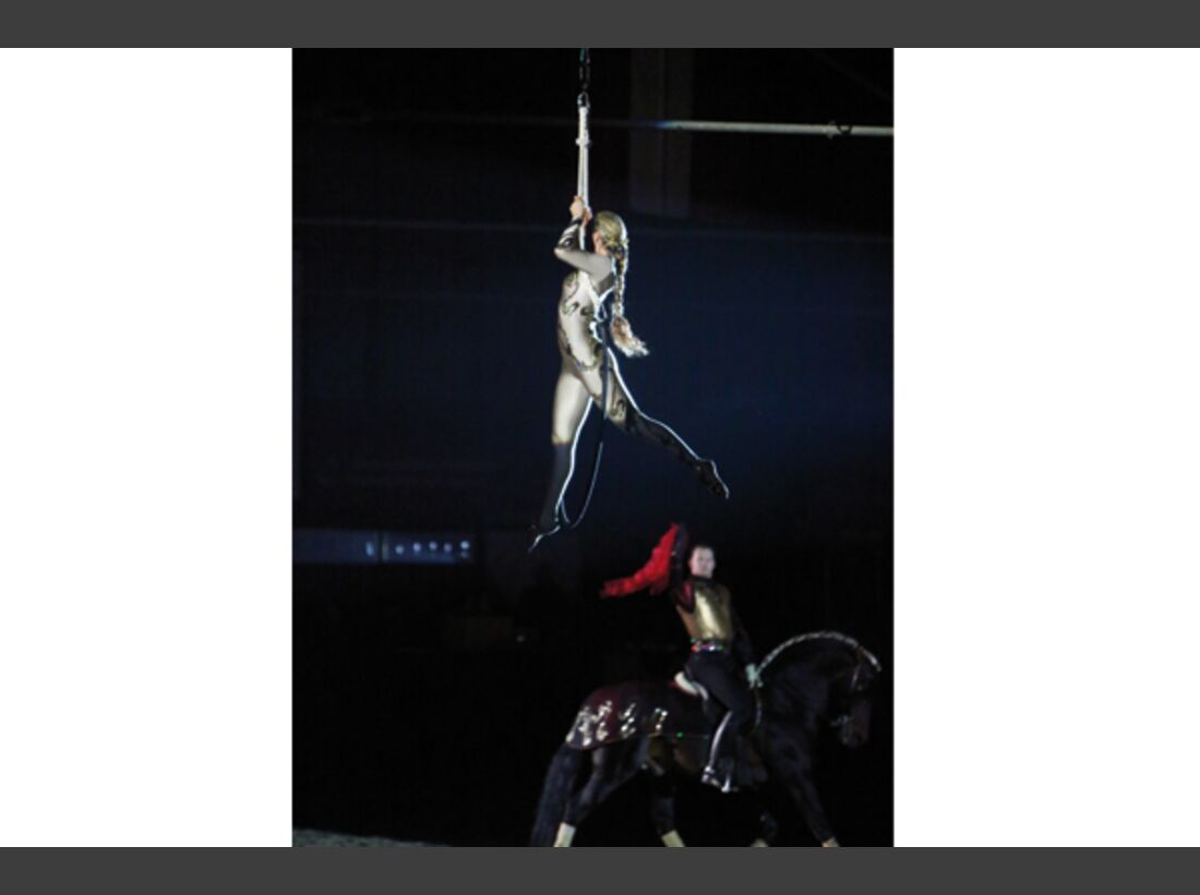 CAV Oliver Jubin Tanzende Beine Show 10